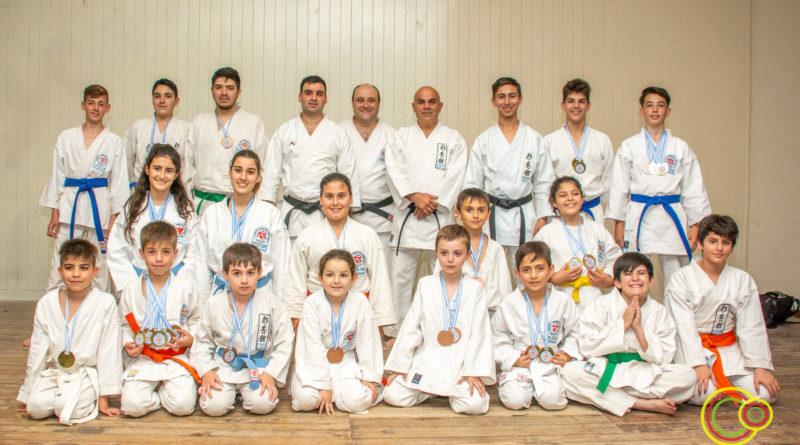 Karatecas de Las Higueras batieron su propio record en cantidad de medallas obtenidas en un torneo