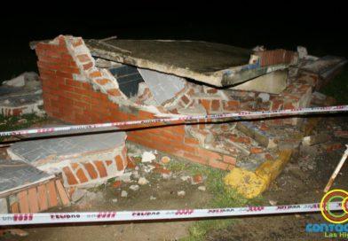 Un camión choco una garita que por seguridad debió ser derrumbada por la Municipalidad