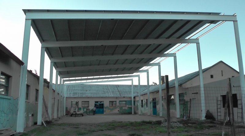 La Municipalidad de Las Higueras concretó el 80% del techo del SUM de la escuela primaria